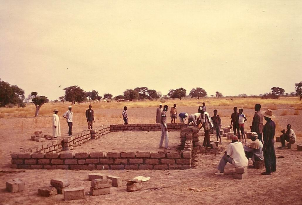 1989 construction du premier batiment AZN FPG