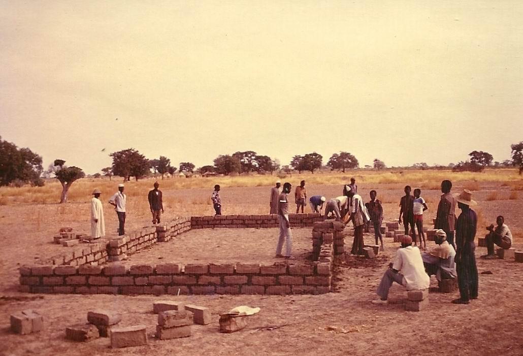 1989 construction du premier batiment AZN FPG
